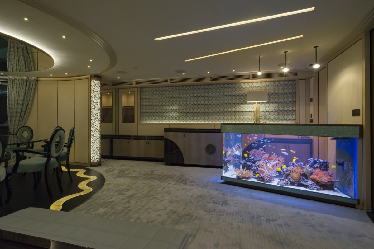 Acquari di lusso a bordo di super yacht melik aquarium for Acquari da arredamento